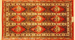 サイズ135×77cm<br> silk100%<br> バラの楽園<br> クム産<br> ジャワディ工房880,000円(税込)