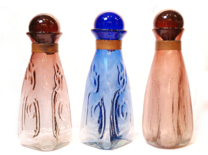 美しい三角柱 水挿し<br> 置物、飾りとして。<br> ふたをとって花瓶、一輪挿しにも<br>(右は意図的にひび割れ模様に作成)<br> ふたを含めたサイズ 高さ30cm×幅12cm  16,500円