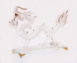 運気をあげる、縁起のよい置物<br> 手作りドラゴン(白)<br>サイズ高さ18cm 幅7cm 長さ25cm 12,800円<br>