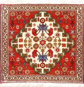 サイズ43×43cm<br> wool&silk<br> アンティークデザイン<br> ビシャール工房35,000円(税込)