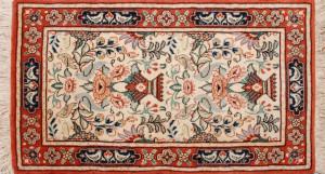 サイズ85×46cm<br> wool&silk<br> 花瓶・フラワー<br> ワラミン工房85,000円(税込)