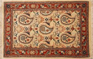 53コンパクトサイズのペルシア絨毯