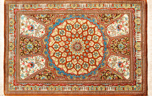 """サイズ95×61cm<br> silk100%<br> モスクの天井のデザイン<br> ゴーハリ工房236,000円(税込)<span class=""""sold"""">SOLD OUT</span>"""