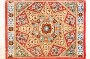 """サイズ42×30cm<br> silk100%<br> モスクの天井<br> クム産93,000円(税込) <span class=""""sold"""">SOLD OUT</span>"""