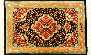 サイズ45×27cm<br> silk100%<br> メダリオン ブラック&ゴールド<br> クム産95,000円(税込)