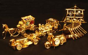 左 馬車 サイズ高さ5×長さ13cm 4,500円 <br> 左中 クラシックカー サイズ高さ3×長さ9cm 2,980円 <br> 中 汽車 サイズ高さ4×幅9cm 3,980円 <br> 右中 スクーター サイズ高さ5×幅7cm 3,600円 <br> 右 船 サイズ高さ12×幅11cm 4,500円