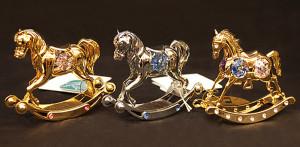 """木馬 サイズ高さ7.5cm×幅8.5cm 各3,500円 中央と右は <span class=""""sold"""">SOLD OUT</span>"""