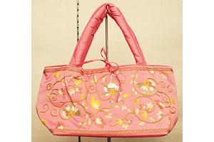 手刺繍のシルクバッグ