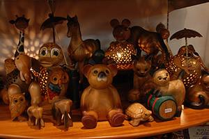 タイ製の木彫り人形