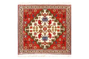コンパクトサイズのペルシア絨毯